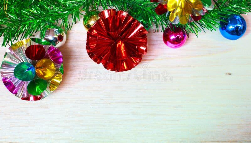 Decoración de la Navidad con las bolas. imagen de archivo