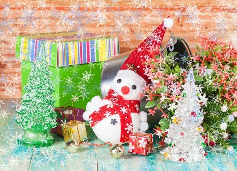 Decoración de la Navidad con nieve falsa fotos de archivo libres de regalías