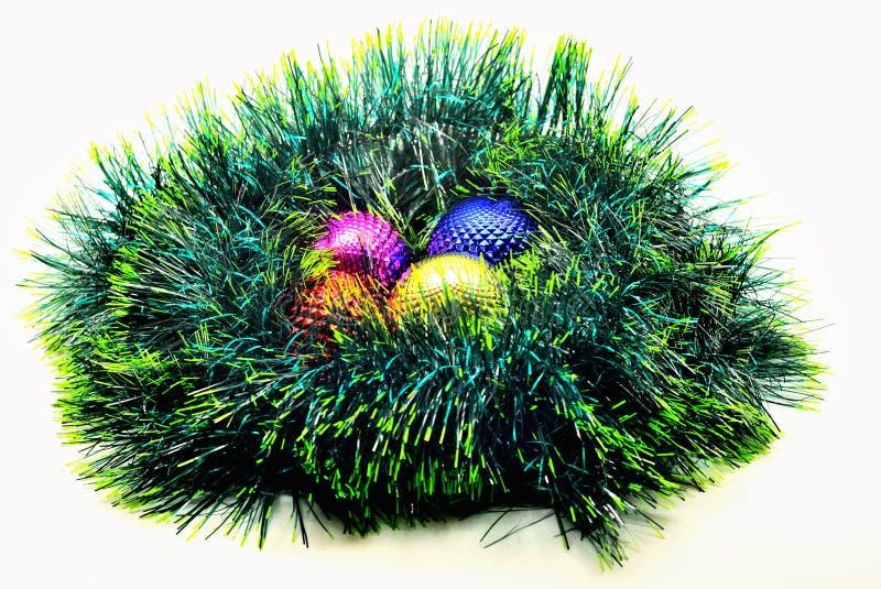 decoración de la Navidad de la imagen bolas coloreadas brillantes en GR imagen de archivo