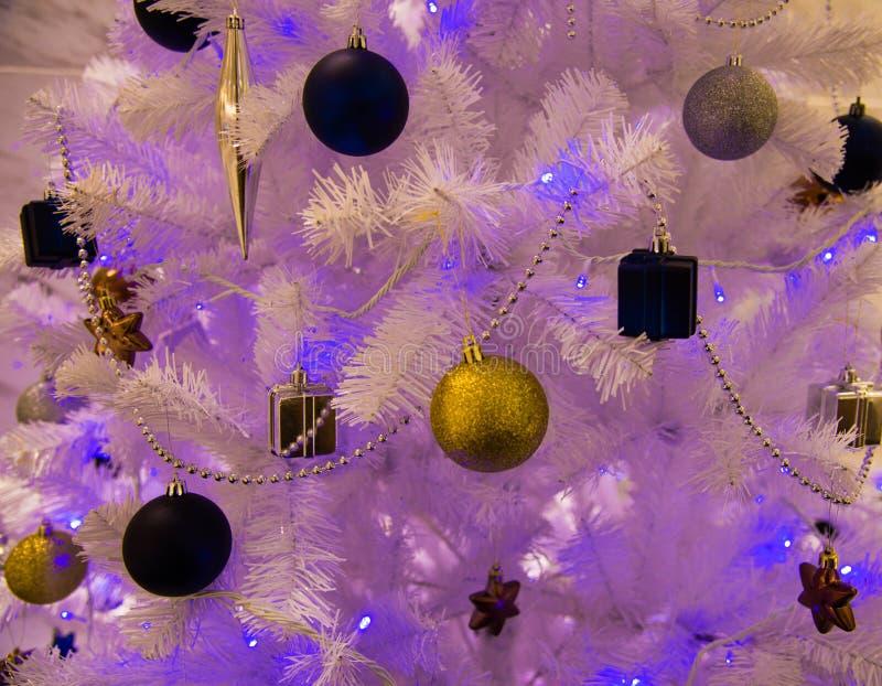 Decoración de la Navidad, la Navidad del fondo, blanco, bola de la Navidad foto de archivo