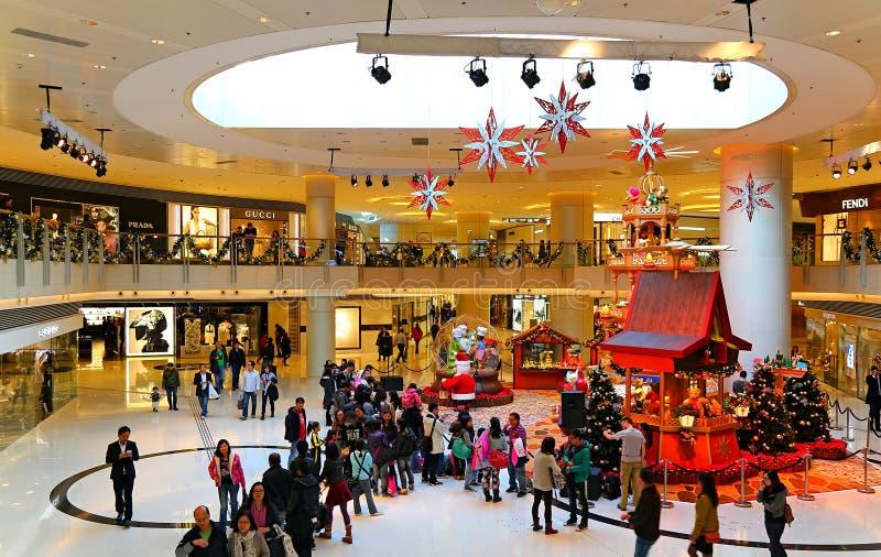 Decoración de la Navidad en alameda de compras fotos de archivo libres de regalías
