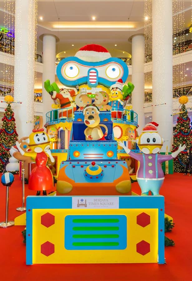 Decoración de la Navidad en Berjaya Time Square La gente puede exploración vista y el hacer compras alrededor de él foto de archivo