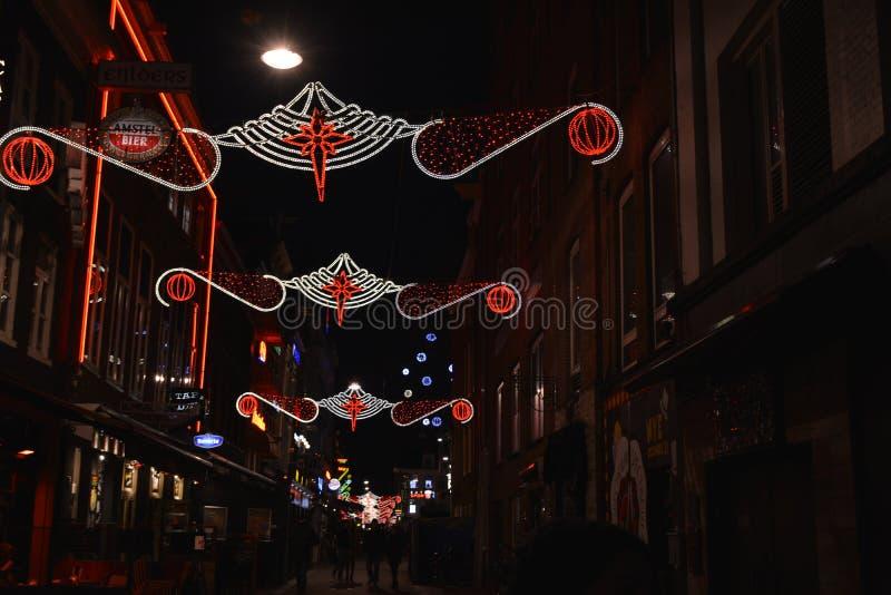 Decoración de la Navidad en la calle de Amsterdam fotografía de archivo