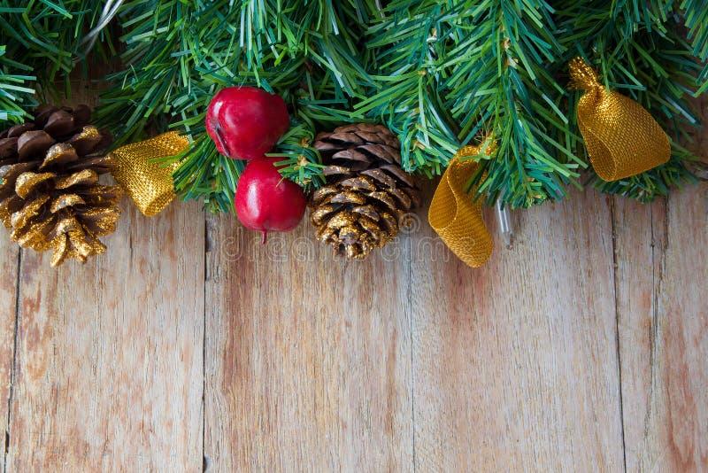 Decoración de la Navidad en fondos de madera fotografía de archivo libre de regalías