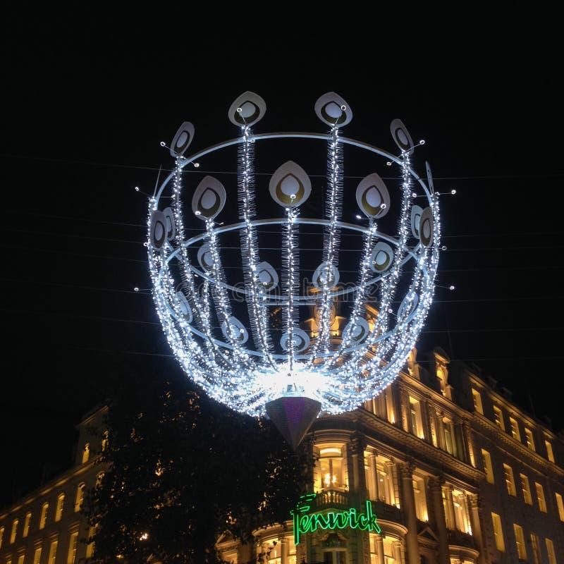 Decoración de la Navidad en la nueva calle en enlace imagen de archivo