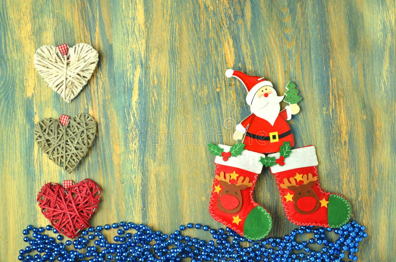 Decoración de la Navidad, Papá Noel en la tabla de madera foto de archivo