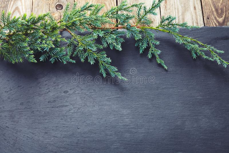 Decoración de la Navidad sobre fondo de piedra oscuro imagen de archivo
