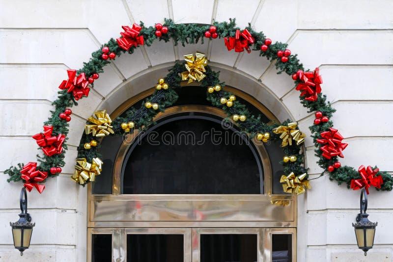 Decoración de la puerta de la Navidad imágenes de archivo libres de regalías