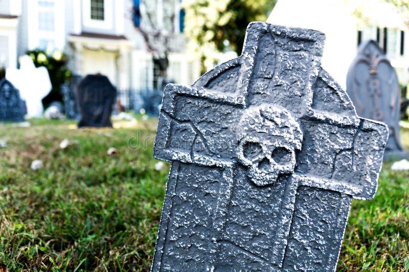 Decoración de la yarda de Halloween de la piedra sepulcral fotos de archivo