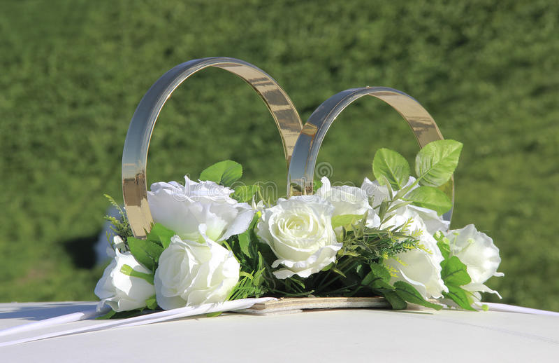 Decoración de los anillos de bodas fotografía de archivo libre de regalías