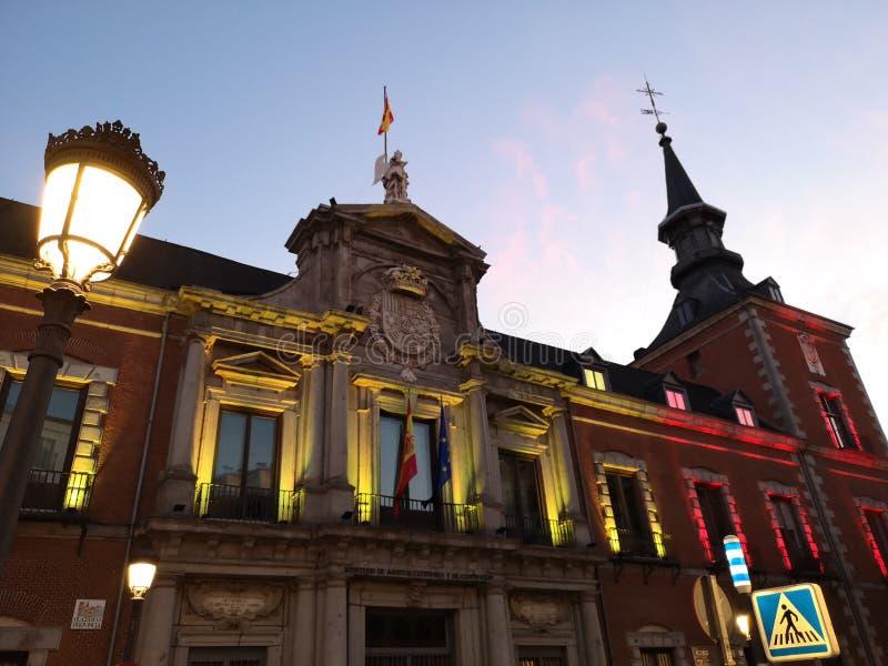 Decoración de los edificios en Madrid, España fotos de archivo