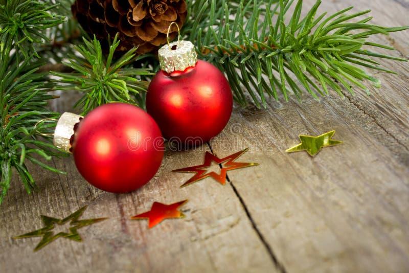 Download Decoración De Navidad Con Las Bolas Rojas Imagen de archivo - Imagen de frontera, árbol: 41908089
