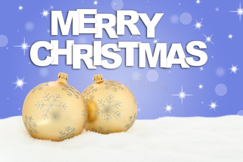 Decoración de oro del fondo de las bolas de la Feliz Navidad con sta de la nieve fotos de archivo libres de regalías