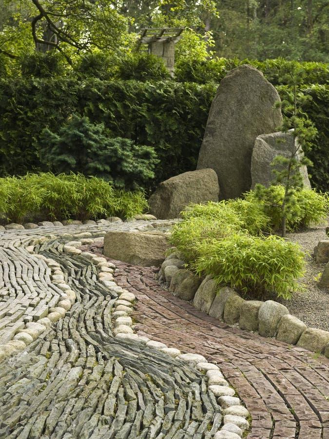 Decoraci n de piedra en jard n japon s fotograf a de for Decoracion jardin japones
