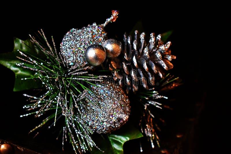 Decoración de plata de la Navidad del pinecone fotos de archivo libres de regalías