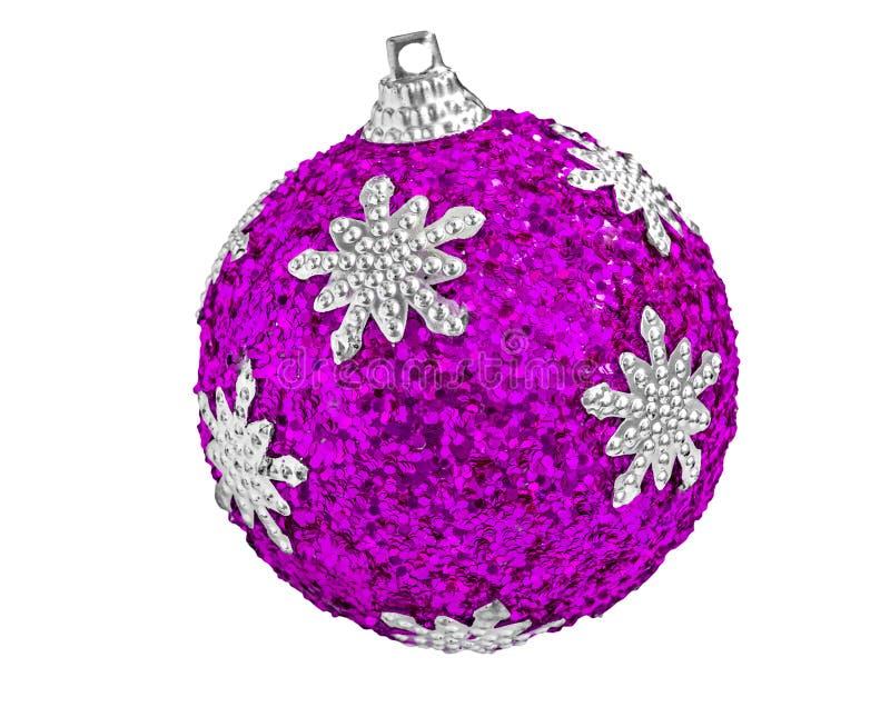 Decoración del árbol - bola púrpura de la Navidad aislada en blanco imagen de archivo libre de regalías