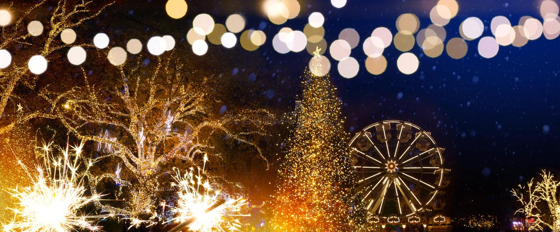 Decoración del árbol de navidad y luces de los días de fiesta en la Navidad Seaso fotos de archivo