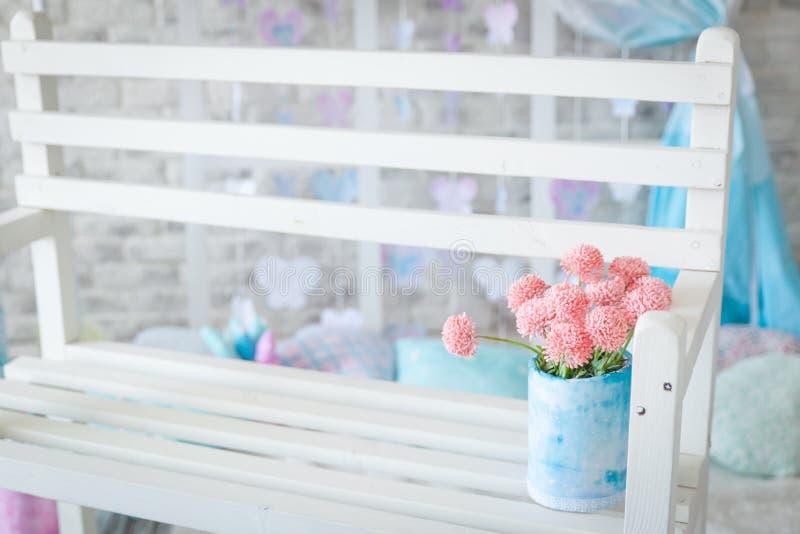 Decoración del estudio de la primavera, colores en colores pastel apacibles foto de archivo libre de regalías