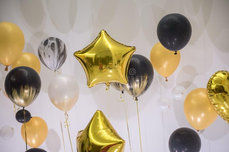 Decoración del globo de la forma de la variedad para el partido fotografía de archivo libre de regalías