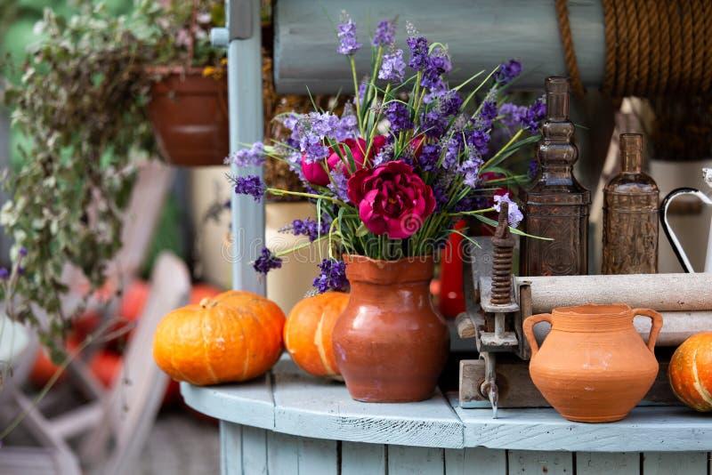 Decoración del otoño con las calabazas imágenes de archivo libres de regalías