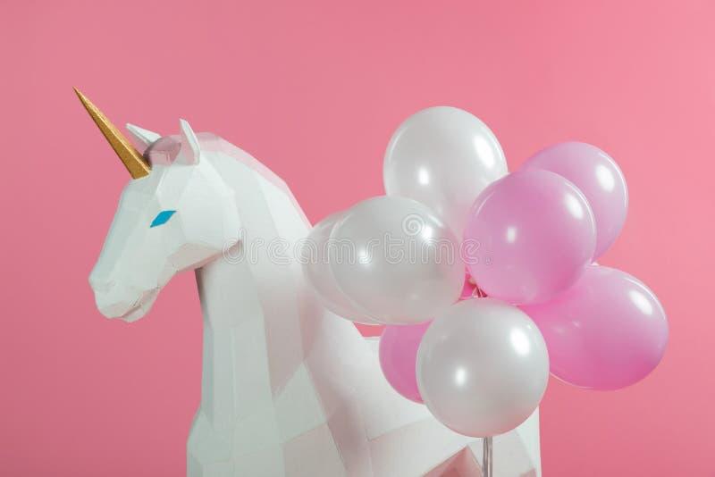 Decoración del partido con unicornio y los globos fotos de archivo