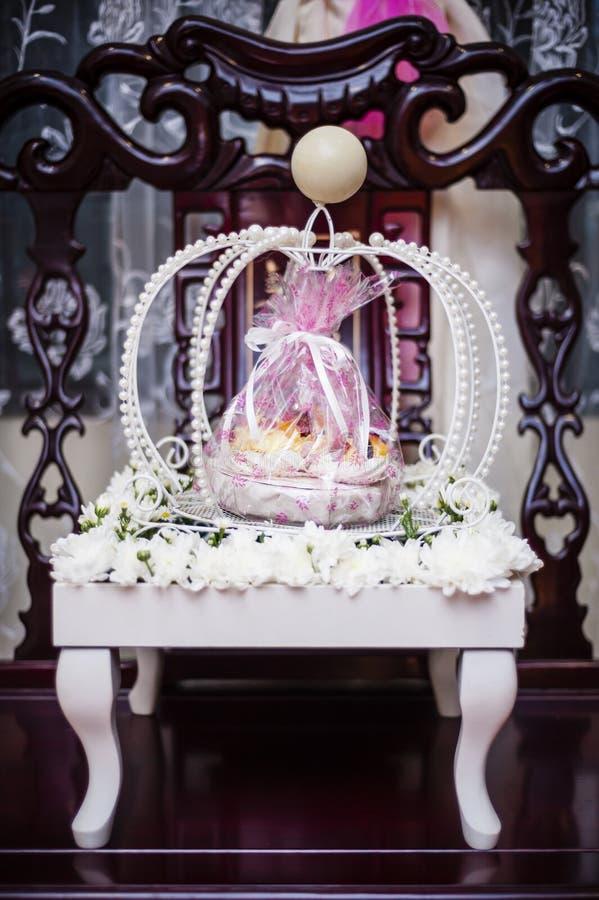 Download Decoración Del Regalo De Boda Imagen de archivo - Imagen de bandeja, extracto: 41912549