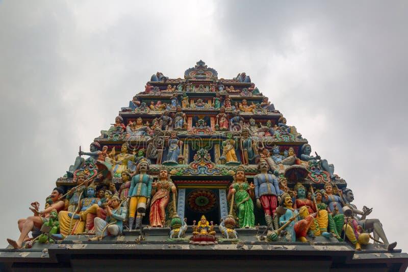 Decoración en el templo hindú imagenes de archivo