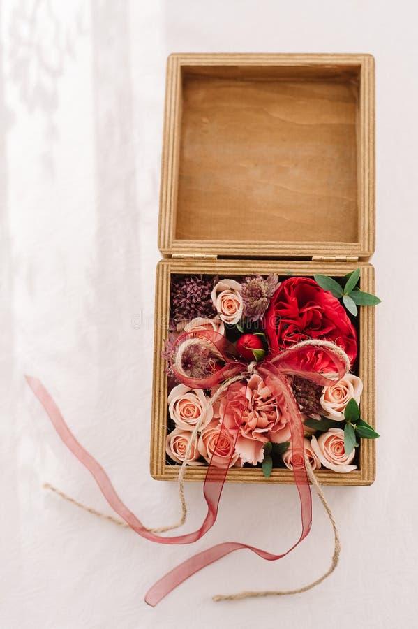 Decoración florística de la caja de la boda fotografía de archivo