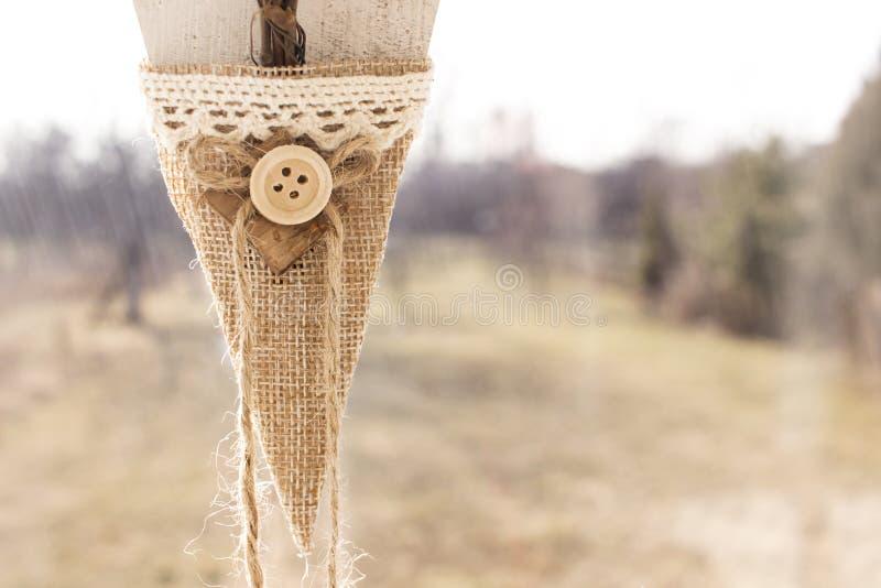 Decoración hecha a mano, botón hermoso, fondo borroso fotografía de archivo libre de regalías