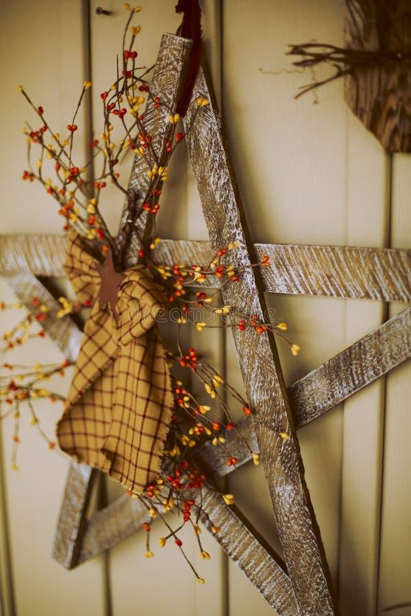 Decoración hecha a mano rústica de la Navidad foto de archivo