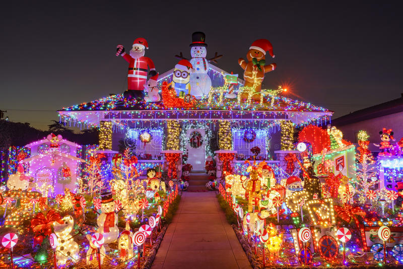 Decoración hermosa de la Navidad de la casa americana del estilo foto de archivo