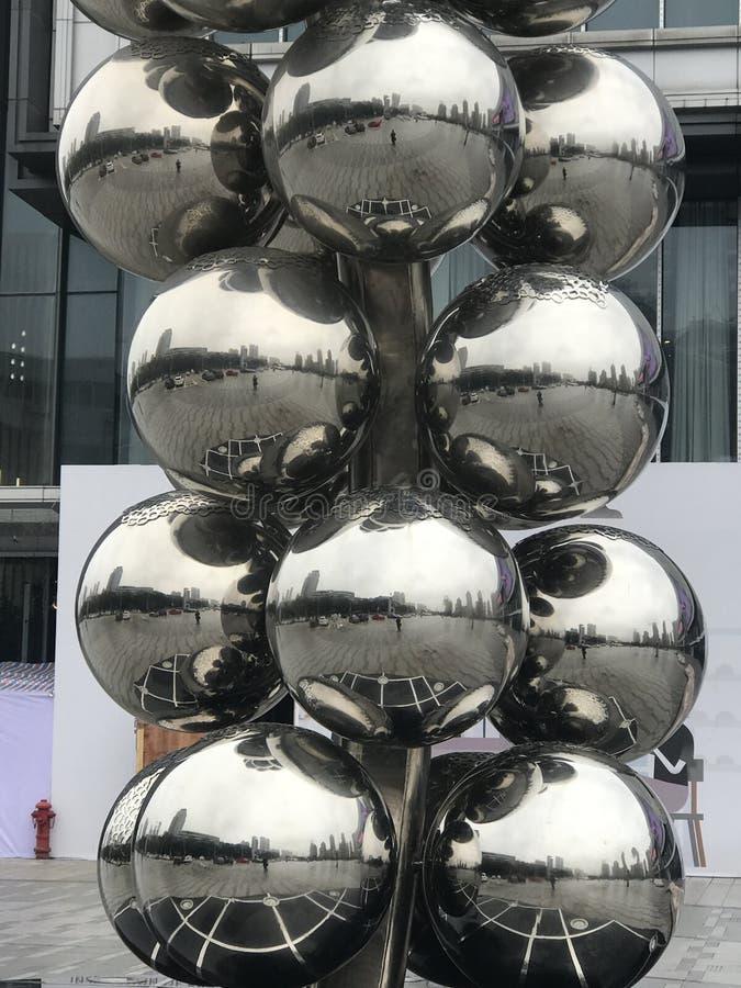 Decoración inoxidable de la escultura de la bola de acero foto de archivo