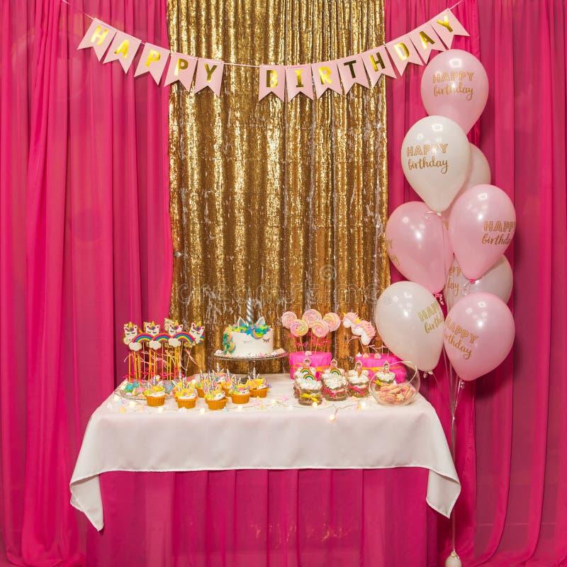 Decoración interior para un cumpleaños del niño de los niños fotografía de archivo