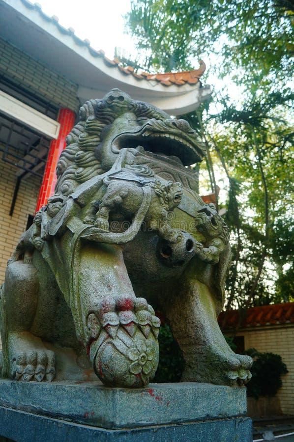 Decoración popular tradicional china: león de piedra imagenes de archivo