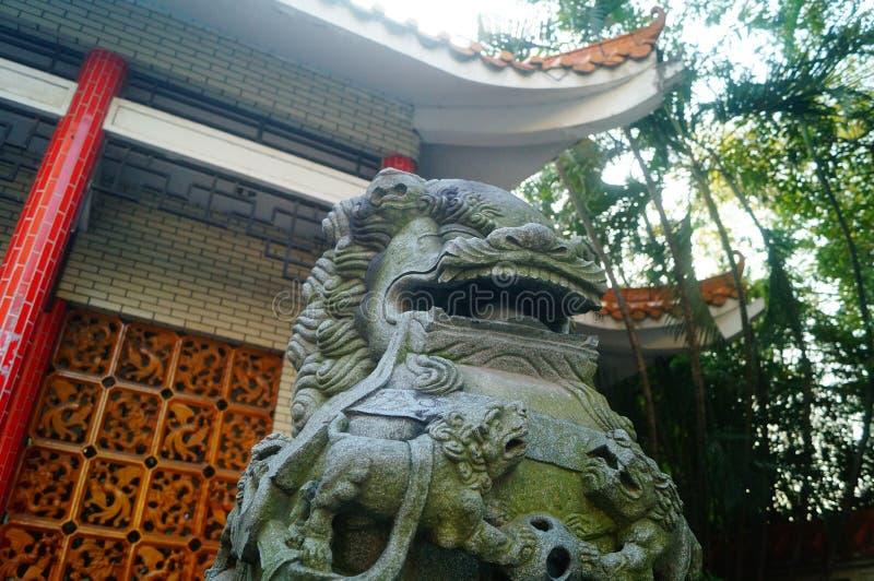 Decoración popular tradicional china: león de piedra imagen de archivo