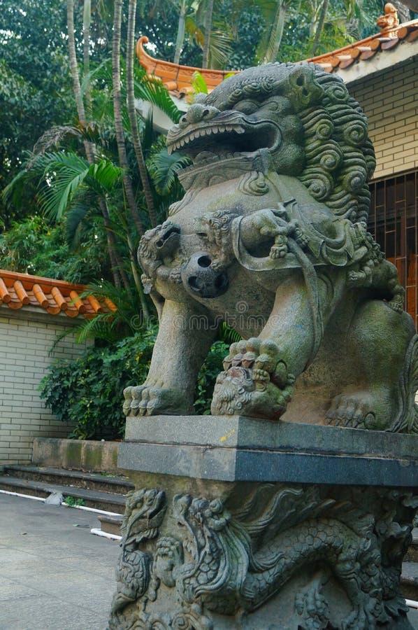 Decoración popular tradicional china: león de piedra fotos de archivo libres de regalías