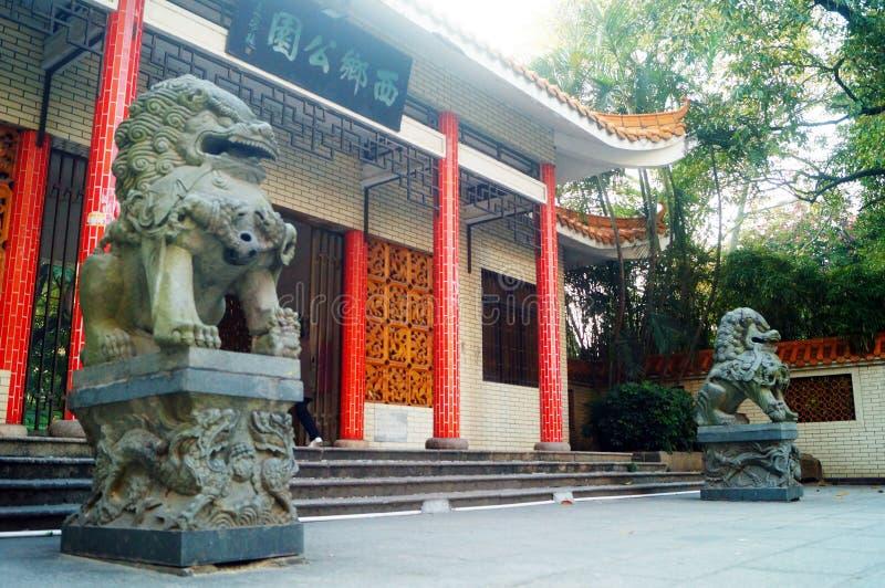 Decoración popular tradicional china: león de piedra fotos de archivo