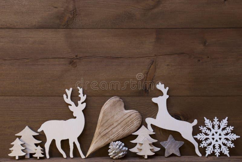 Decoración rústica de la Navidad, corazón, copo de nieve, árbol, reno imagen de archivo