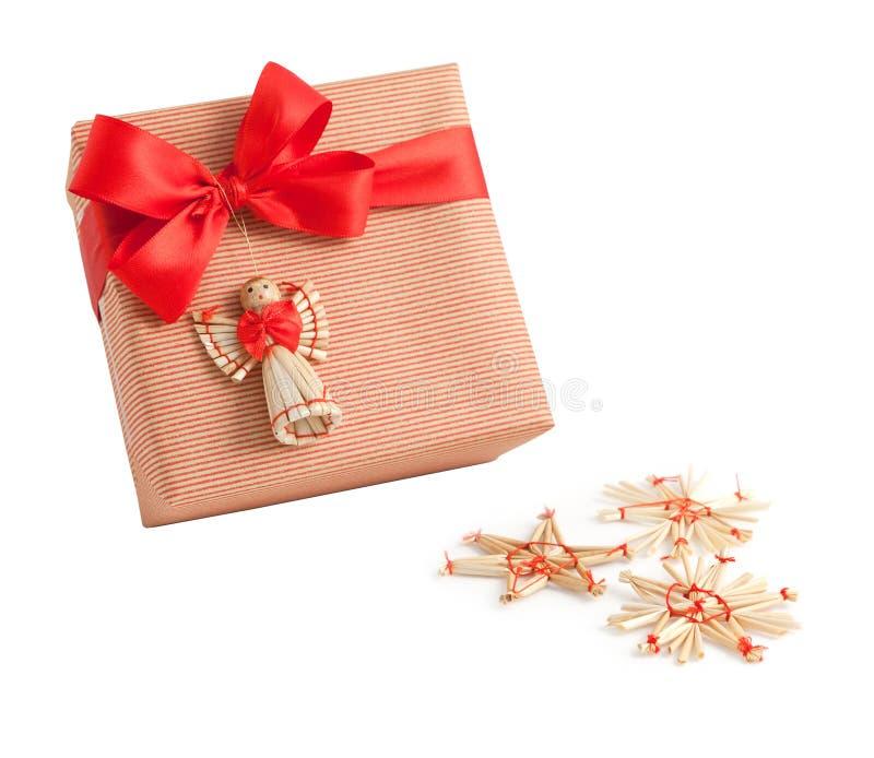 Decoración roja del ángel del arco de la cinta de la caja de regalo del abrigo del papel de la raya aislada imagenes de archivo