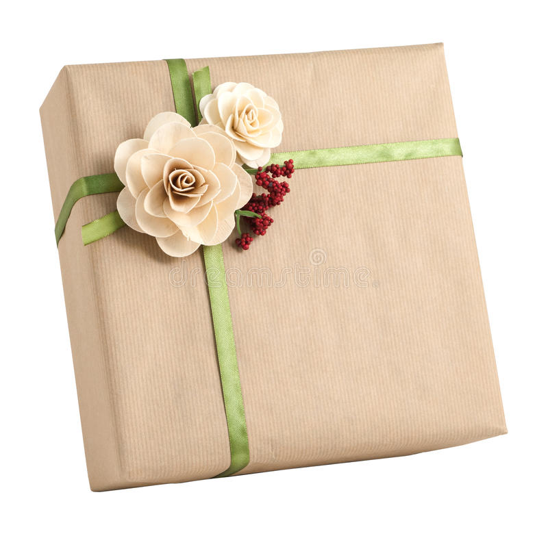 Decoración simple natural de la flor de la caja de regalo del abrigo del papel marrón aislada fotos de archivo libres de regalías