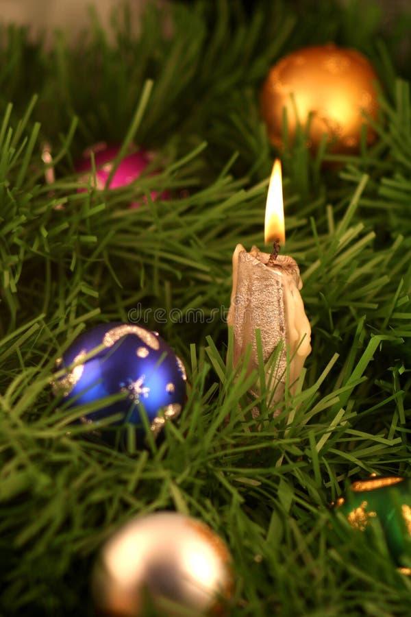 Decoración y vela de Chrismas foto de archivo libre de regalías