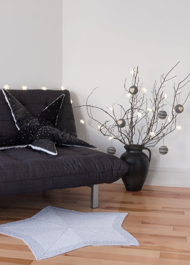 Decoraciones acogedoras en la sala de estar fotografía de archivo