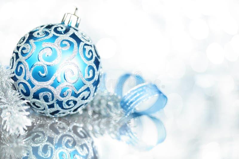 Decoraciones azules de la Navidad fotografía de archivo libre de regalías