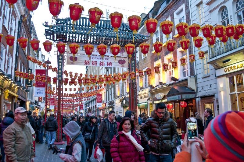 Decoraciones chinas del Año Nuevo en Gerrard Street, Chinatown, Soho, Londres, WC2, Reino Unido fotografía de archivo