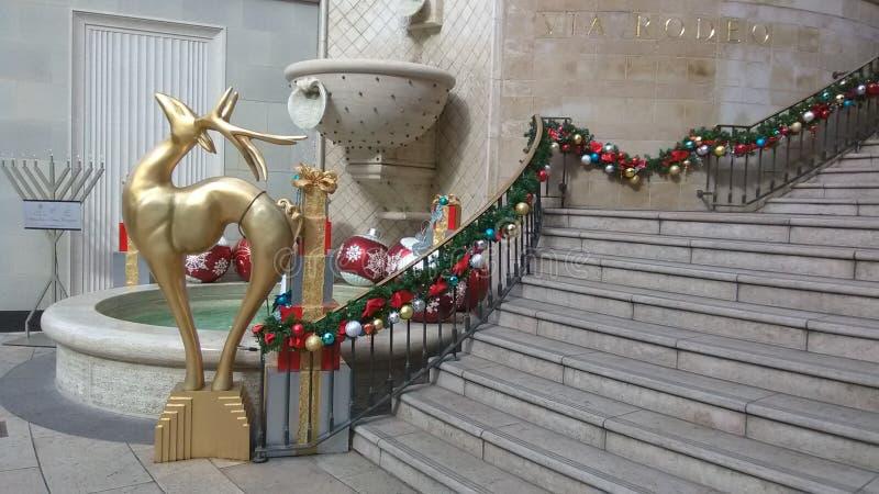 Decoraciones de Beverly Hills Rodeo Drive Christmas fotos de archivo libres de regalías