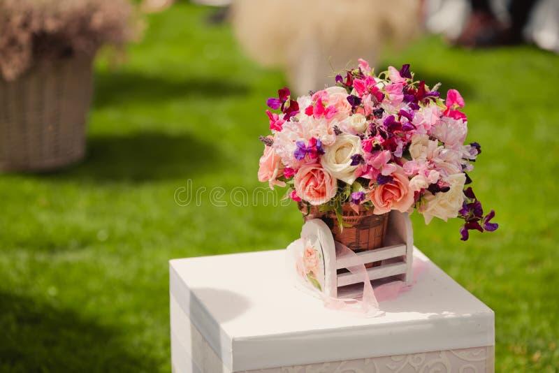 Download Decoraciones de la boda imagen de archivo. Imagen de elegante - 42440437