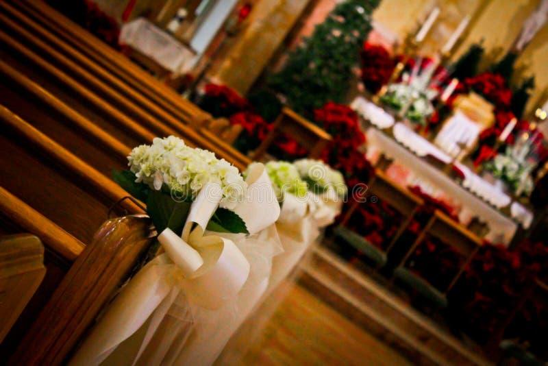 Decoraciones de la boda del día de fiesta de la iglesia imágenes de archivo libres de regalías