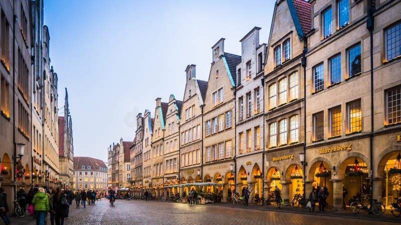 Decoraciones de la calle de la Navidad en Muenster, Alemania imagen de archivo