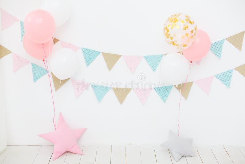 Decoraciones de la fiesta de cumpleaños imagen de archivo libre de regalías