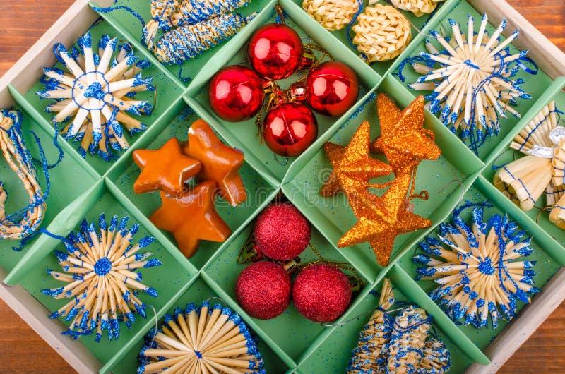 Download Decoraciones de la Navidad imagen de archivo. Imagen de color - 44856795